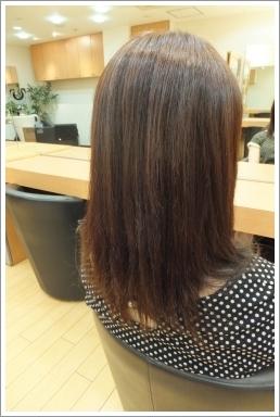弱酸性縮毛矯正のビフォーアフター05 【後02】[ロング・後ろ]