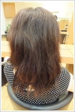 弱酸性縮毛矯正のビフォーアフター05 【前02】[ロング・後ろ]