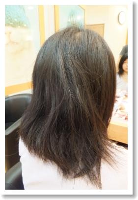 弱酸性縮毛矯正のビフォーアフター[前] 右側、ミディアム