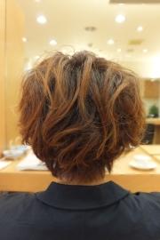 低アルカリパーマのビフォーアフター01 【施術後02】 ショートヘア
