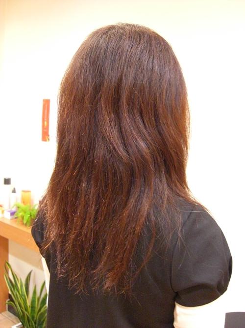 弱酸性縮毛矯正のビフォーアフター前の画像(後ろ) 01 [ロング]
