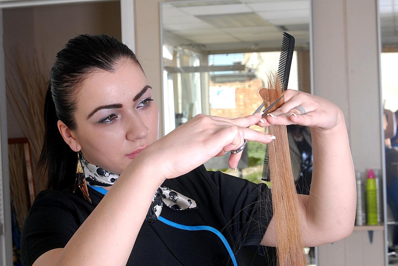 女性美容師のイメージ画像