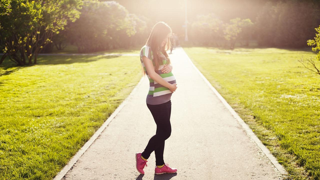 妊婦、妊娠中のイメージ画像